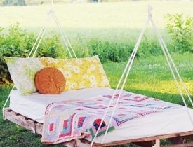 Garden swing from pallets
