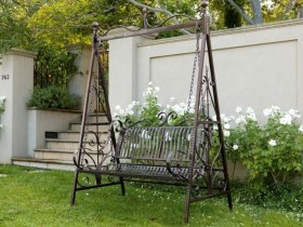 Садовая качеля з металу