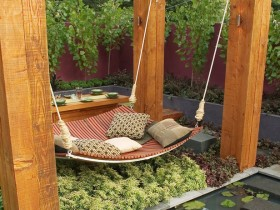Garden swing in the form of a bed