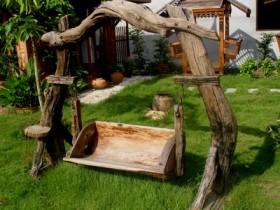 Садовая качеля з дрэва