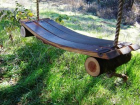Самаробная садовая качеля
