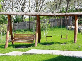 The idea of a garden swing