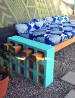 Ідея садової лавки з шалкоблока