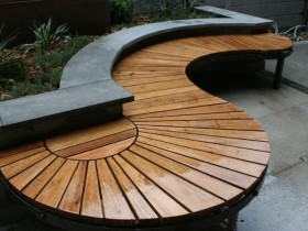 Wavy bench from wood