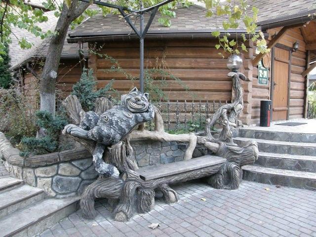 Интересный дизайн деревянной скамьи