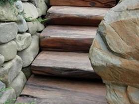 Деревянная садовая лестница