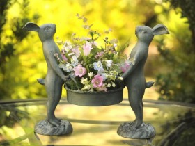 Garden figures with their hands. Original 50 photo ideas to create garden figurines