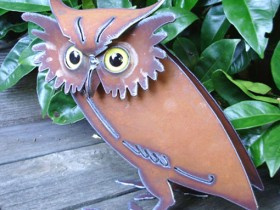 Garden figurine in the form of an owl made with your own hands