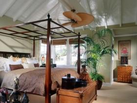 Просторная спальня в стиле сафари
