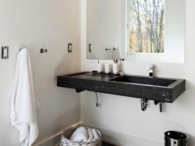 Сучасна ванна кімната в стилі шале