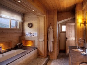 Bathroom with wooden finish, the Chalet-style