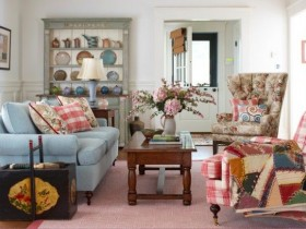 Living room with elements of shabby chic style