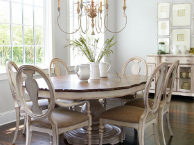 Beautiful dining room in shabby chic style