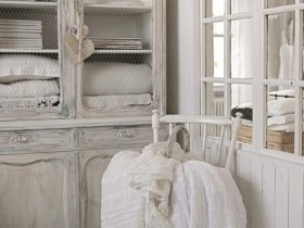 Antique furniture in the shabby chic style