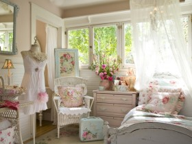 Children's room for girls in the style of shabby chic