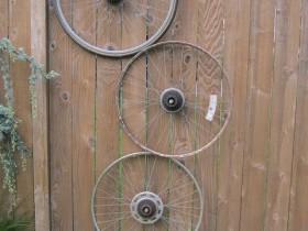 Шпалеры садовая з веласіпедных колаў