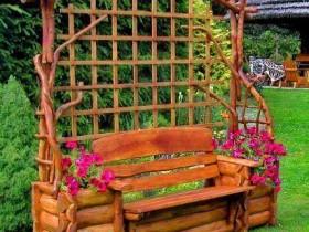 Шпалеры злучаная з садовай лаўкай