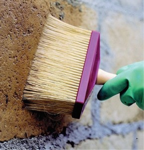 Грунтовка стен перед нанесение шубы