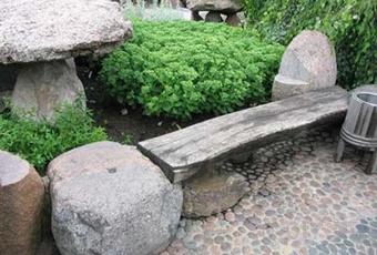 Необычная садовая скамейка из валунов своими руками