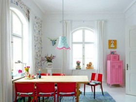 Bright accents in Scandinavian style