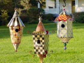 Creative birdhouses in the country