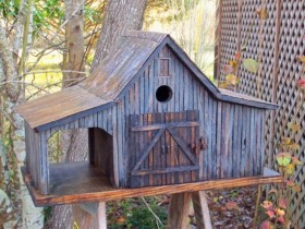 The unusual design of the birdhouse