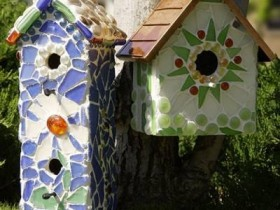 A birdhouse decorated with mosaics