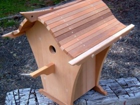 Wooden birdhouse with his own hands