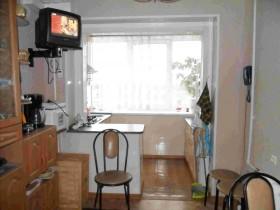 Маленькая кухня, совмещенная с балконом