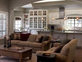 Совмещенная кухня в классическом стиле