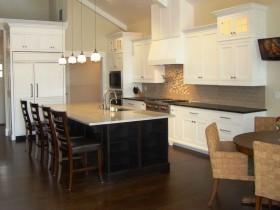 Идея планировки кухни, совмещенной со столовой