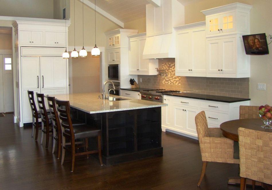 Фото кухонь с диваном