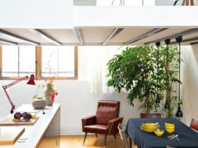 Светлая совмещенная кухня