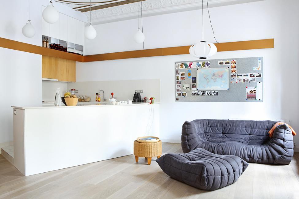 Кухня студия дизайн фото потолок