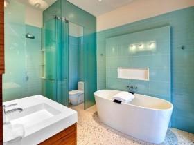 Combined bathroom turquoise