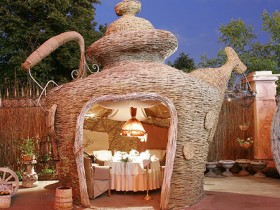 Gazebo in the shape of a teapot