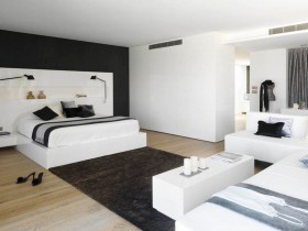 Stylish black and white bedroom