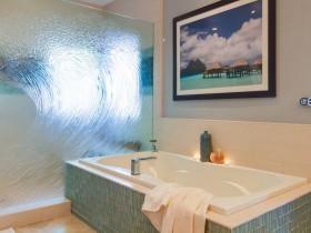 Шкляная перагародка ў ваннай