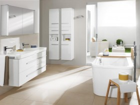 Spacious and bright bathroom in modern style