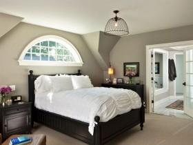 Красивая светло-серая спальня