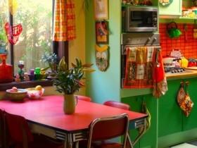 Кухонный стол в стиле китч