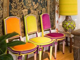 Chairs and lamp in the style of kitsch