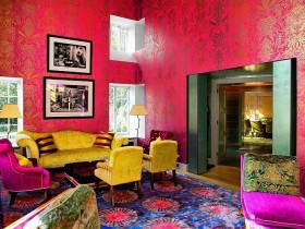 Poisonous color in the interior kitsch