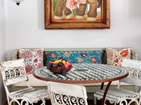The dining room in the style of kitsch