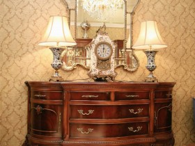 Chest of drawers in classic style