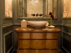 Washbasin in classic style