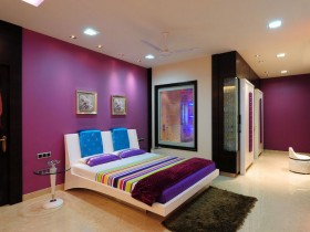 Сумешчаная яркая спальня ў сучасным стылі