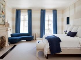 Інтэр'ер бел-сіняй спальні ў міжземнаморскім стылі