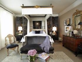 Спальня ў стылі барока з ложкам пад балдахінам