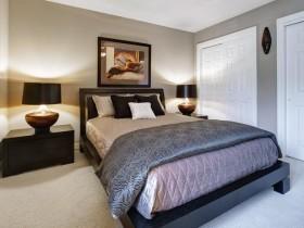 Сучасны дызайн спальні ў шэрых танах